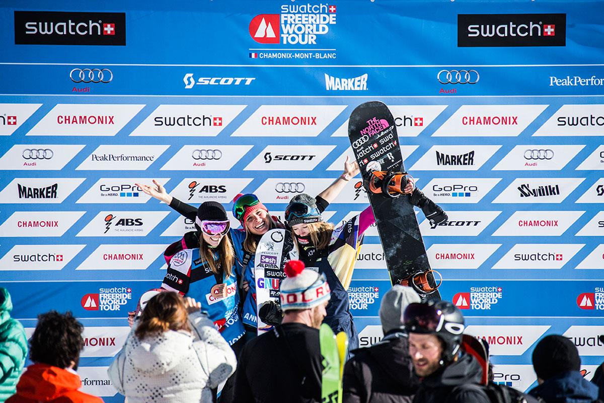 v.l.n.r. Estelle Balet (SUI) Platz 2, Anne-Flore-Marxer (SUI) Platz 1, Marion Haerty (FRA) Platz 3 | © freerideworldtour.com/JBernard