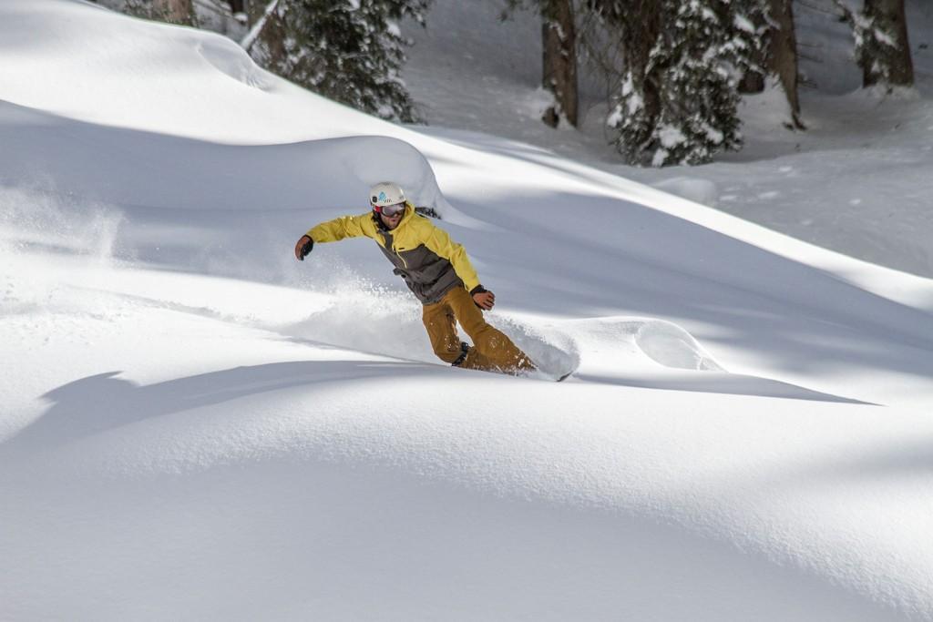 Prime-Snowboarding-Livingroom-Freeride-4