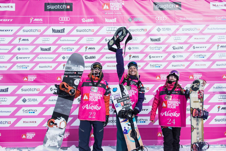 Die Top 3 der Ladies: Mario Haerty, Anne-Flore Marxer, Estelle Balet - Foto: D.Daher / freerideworldtour.com
