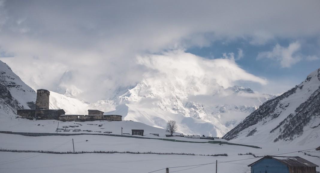 Ob die Russen hinter diesem Berg lauern? - Foto: Klaus Listl