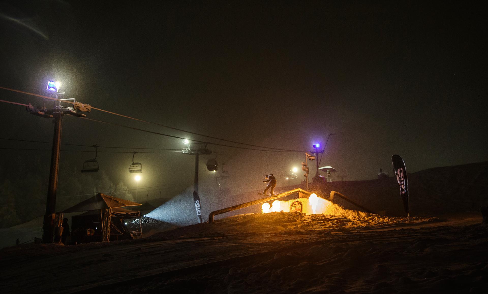 Dichtes Schneetreiben sorgte für eine einzigartige Atmosphäre - Foto: Red Bull Content Pool