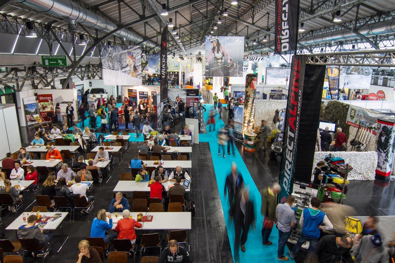 Auf der Alpinmesse findet man viele Hersteller, Marken, Veranstalter, Initiativen und Institutionen sowie bekannte Namen und Gesichter aus dem Bergsport Bereich.