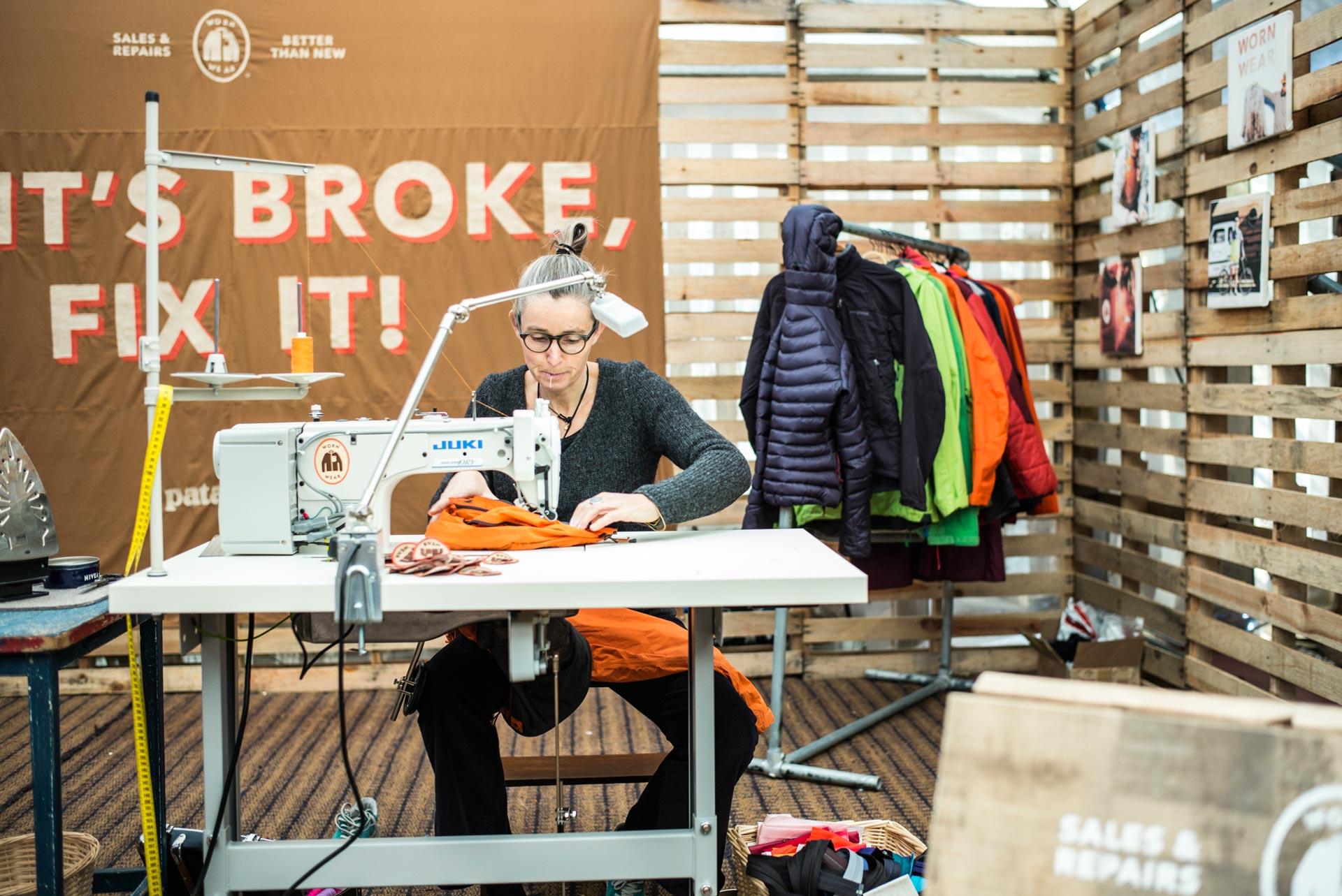 Wer seine Kleidung und die Umwelt liebt, der repariert selber oder lässt reparieren.