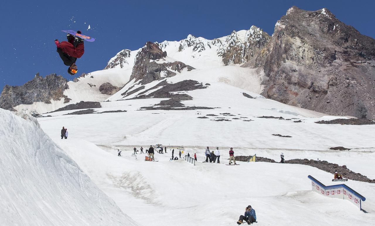 Mike Ravelson | © snowboardmag.com/Joel Fraser
