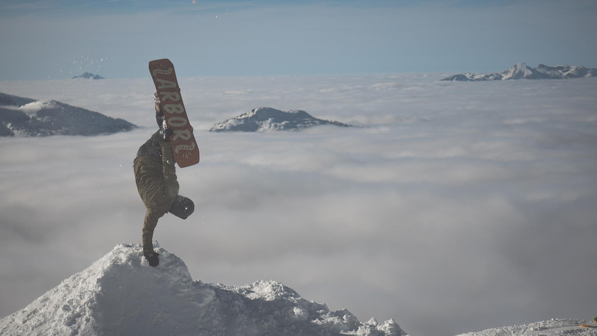 Nicht am Dachstein, sondern an der Steinplatte: Handplant über den Wolken | © Mark Deubzer