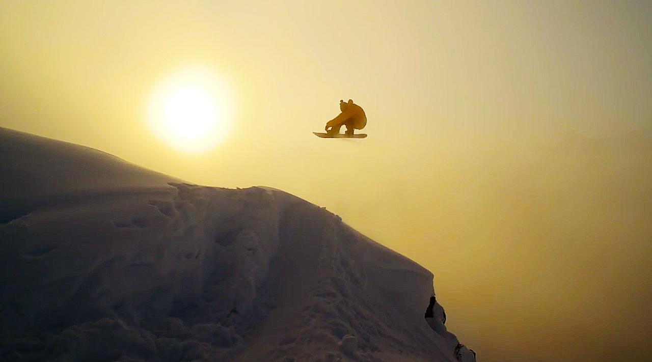 Elias fliegt der Abendsonne entgegen