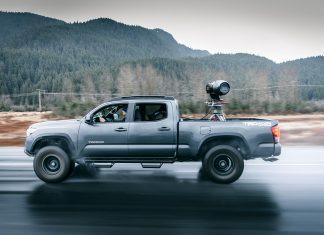 Der Truck alleine ist ja schon geil und dann noch so ein fettes Kamera Gerät auf der Ladefläche! - Foto: Scott Serfas / Red Bull Conten Pool