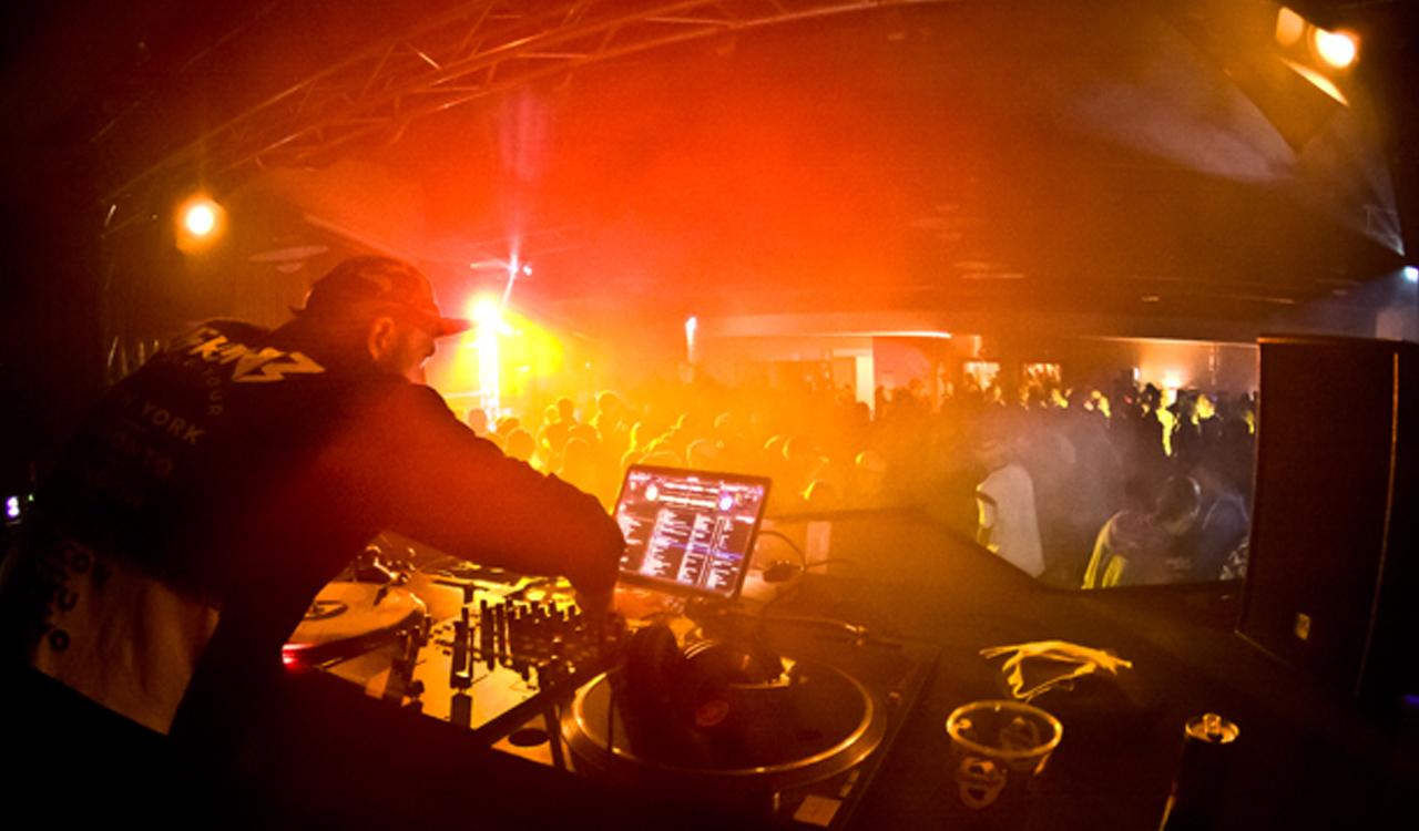 Wer schon mal im Stubai zum Opening war, kann sich schon denken, wo's die guten Partys gibt | © Stubai Zoo