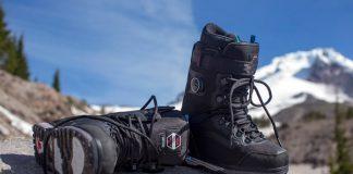 Sieht nicht nur schick aus, sondern hat auch jede Menge Features für jedes Terrain, das du mit deinem Snowboard befahren willst!