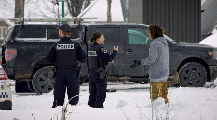 Das Leid der Street-Fahrer: Immer wieder tauchen Cops auf, die einem die Session vermiesen wollen. Ob Antos Charme ausgereicht hat, die Polizistin zu beruhigen?