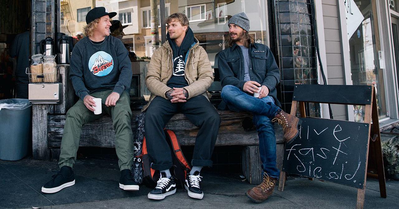 Mikey, Mikkel und Mark vor dem Burton-Store