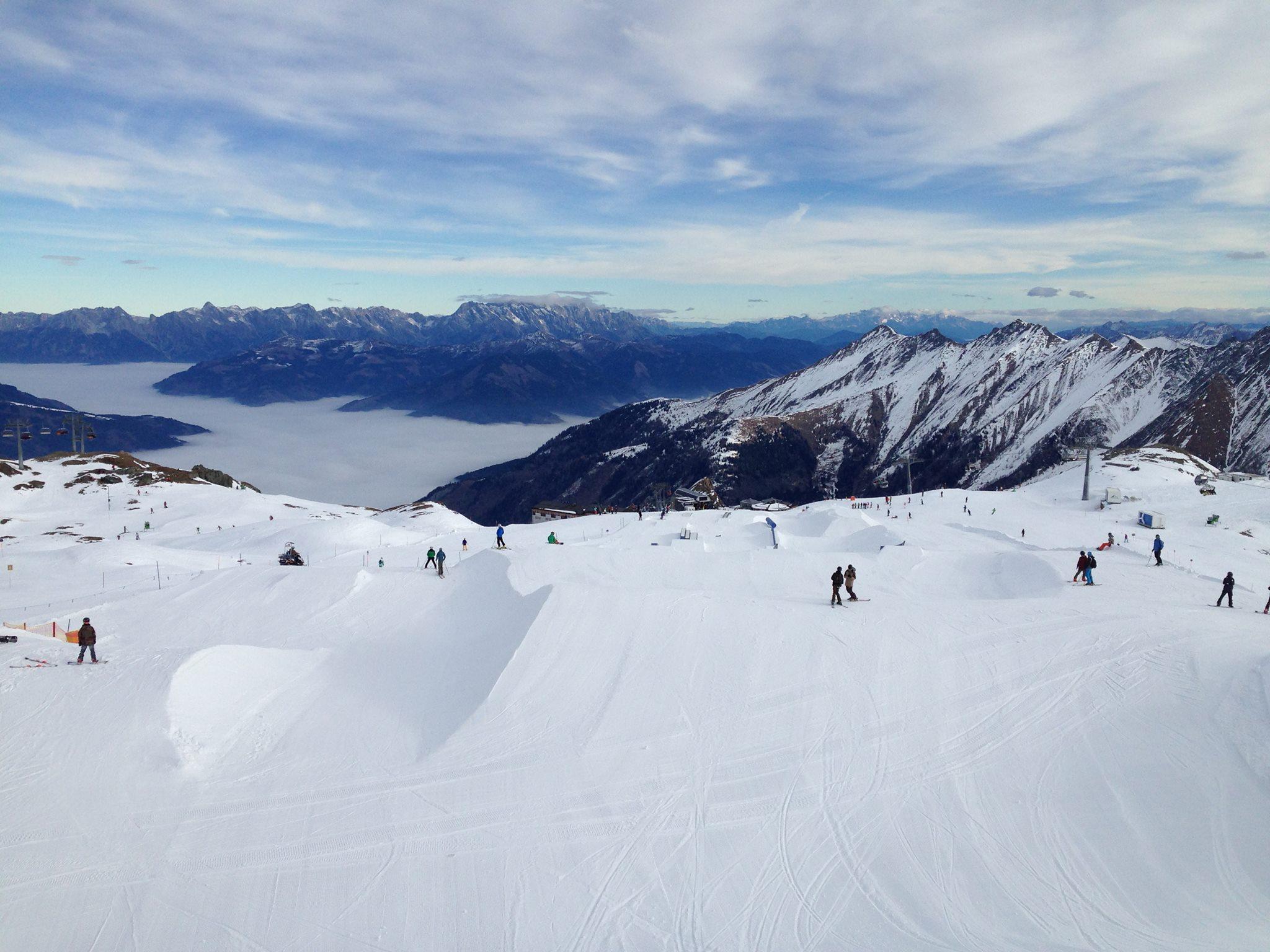 Der weiter unten gelegene Easy / Medium Snowpark am Kitzsteinhorn