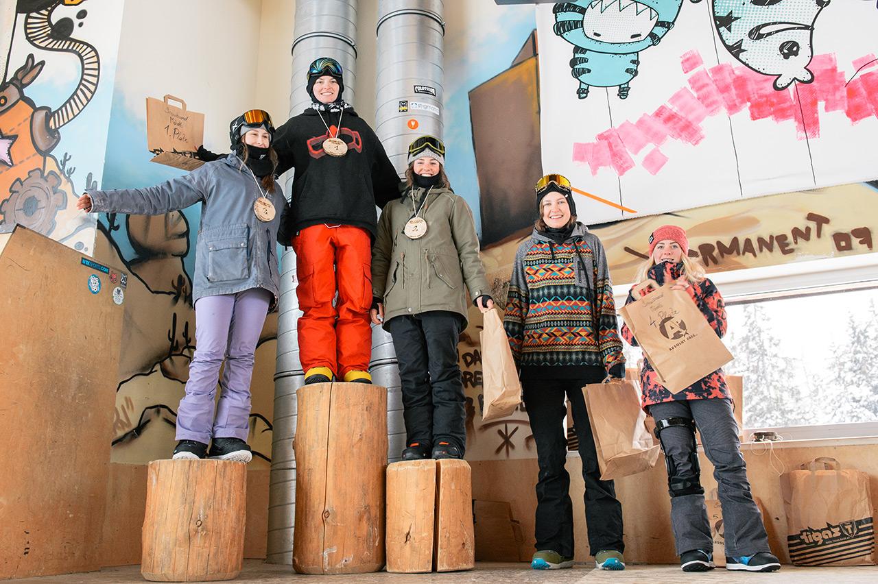 Von links: Tinkara Tanja Valcl, Klara Dinold, Georgia Nicholls-Austin, Karlotta Killias, Kaili Randmae | © Absolut Park