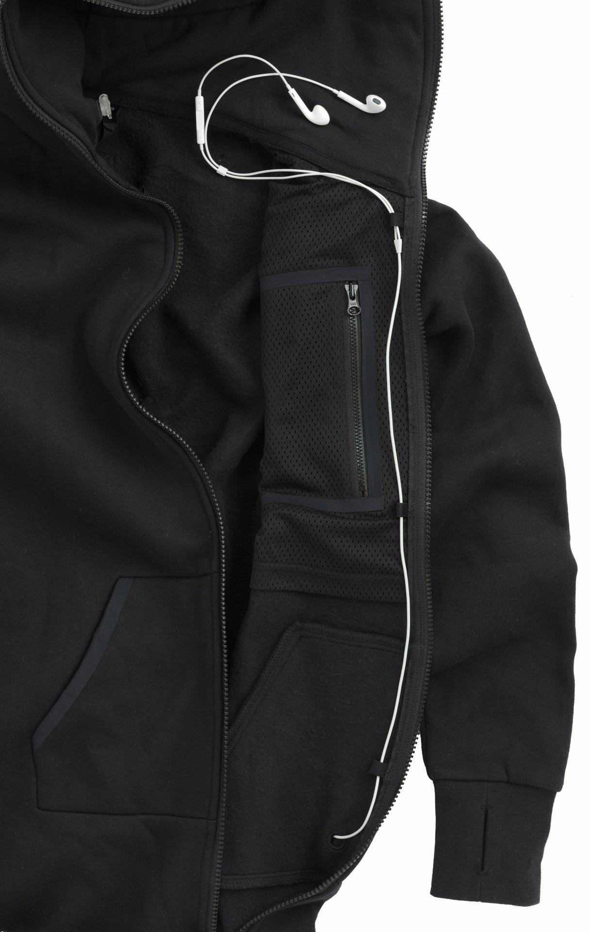 Onepiece: Stealth Jumpsuit mit Brusttaschen und Schlaufen für Kopfhörer.