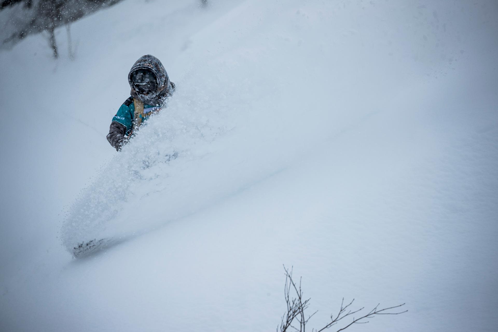 Schneeverhältnisse wie man es sich von Japan erwartet: Deep! - Foto: freerideworldtour.com / J. Bernard