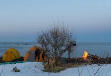 Nur was für Abgehärtete: Beach-Life im Hokkaido-Style | © Aaron Jamieson