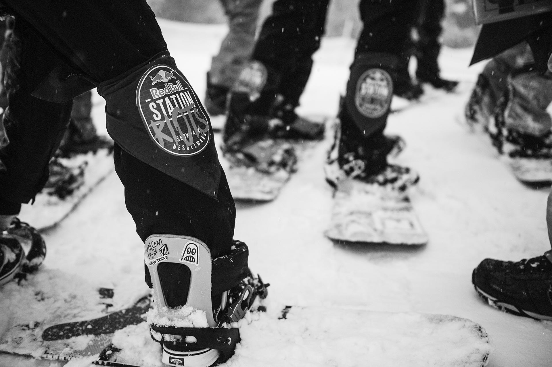 Snowboard-Elite trifft sich im Allgäu - Red Bull Station Riots in Nesselwang