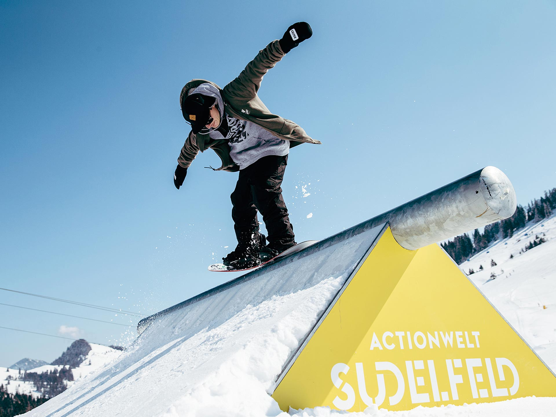 Snowpark Opening in der Actionwelt Sudelfeld - Rider: Michael Botzenhart - Foto: Martin Erd