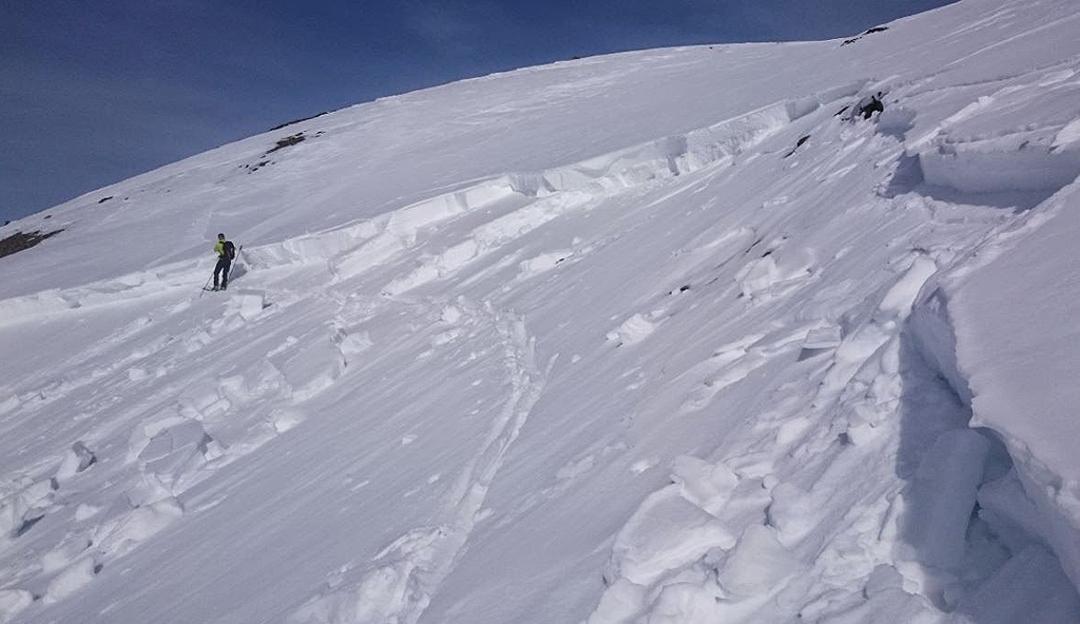 Aller Vorsichtsmaßnahmen zum Trotz hat sich eine Lawine gelöst. Was nun? | © Lawinenwarndienst Tirol