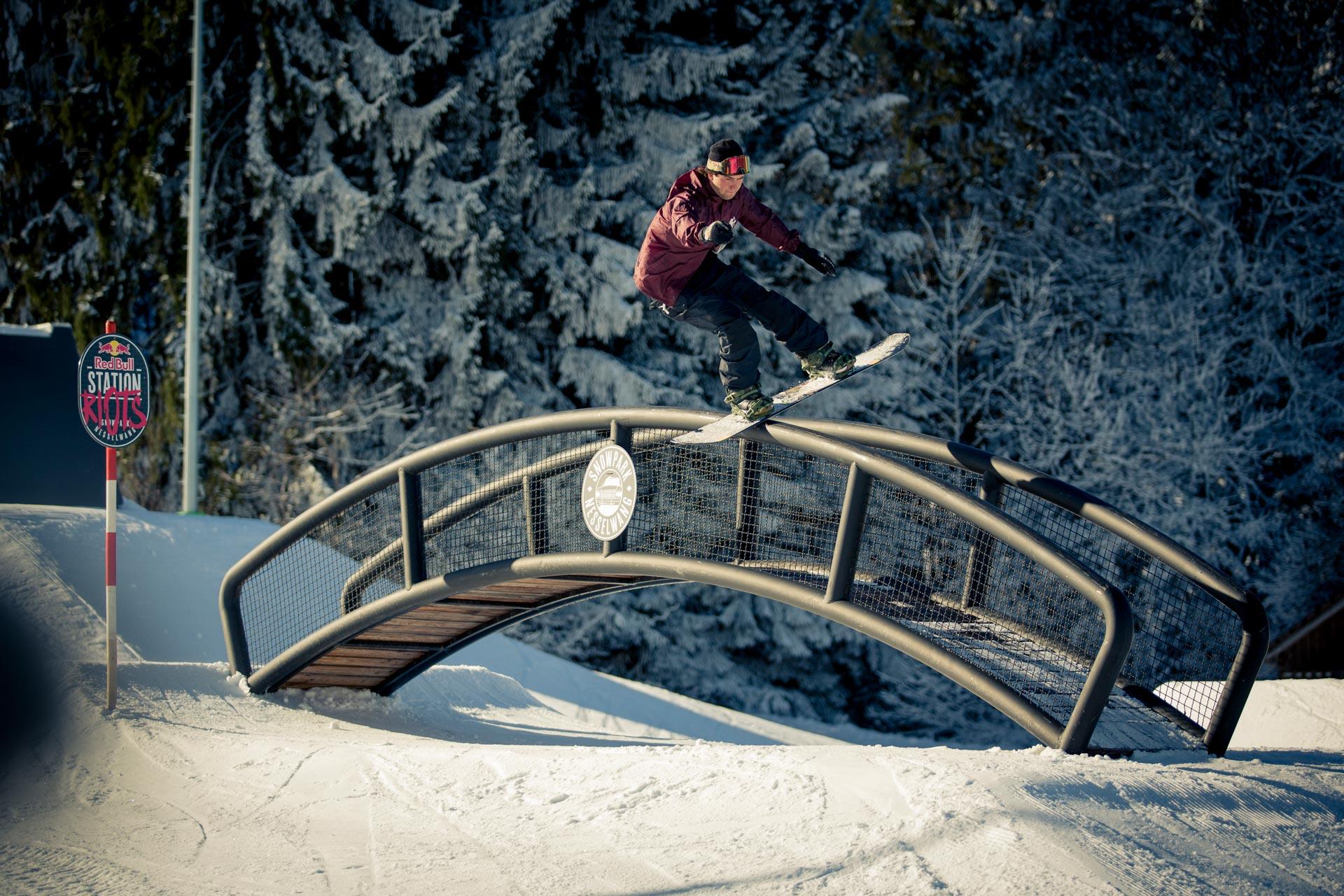 Local Felix Georgii lies sich das Treffen der besten Street-Snowboarder natürlich ebenfalls nicht entgehen. - Foto: Red Bull Content Pool