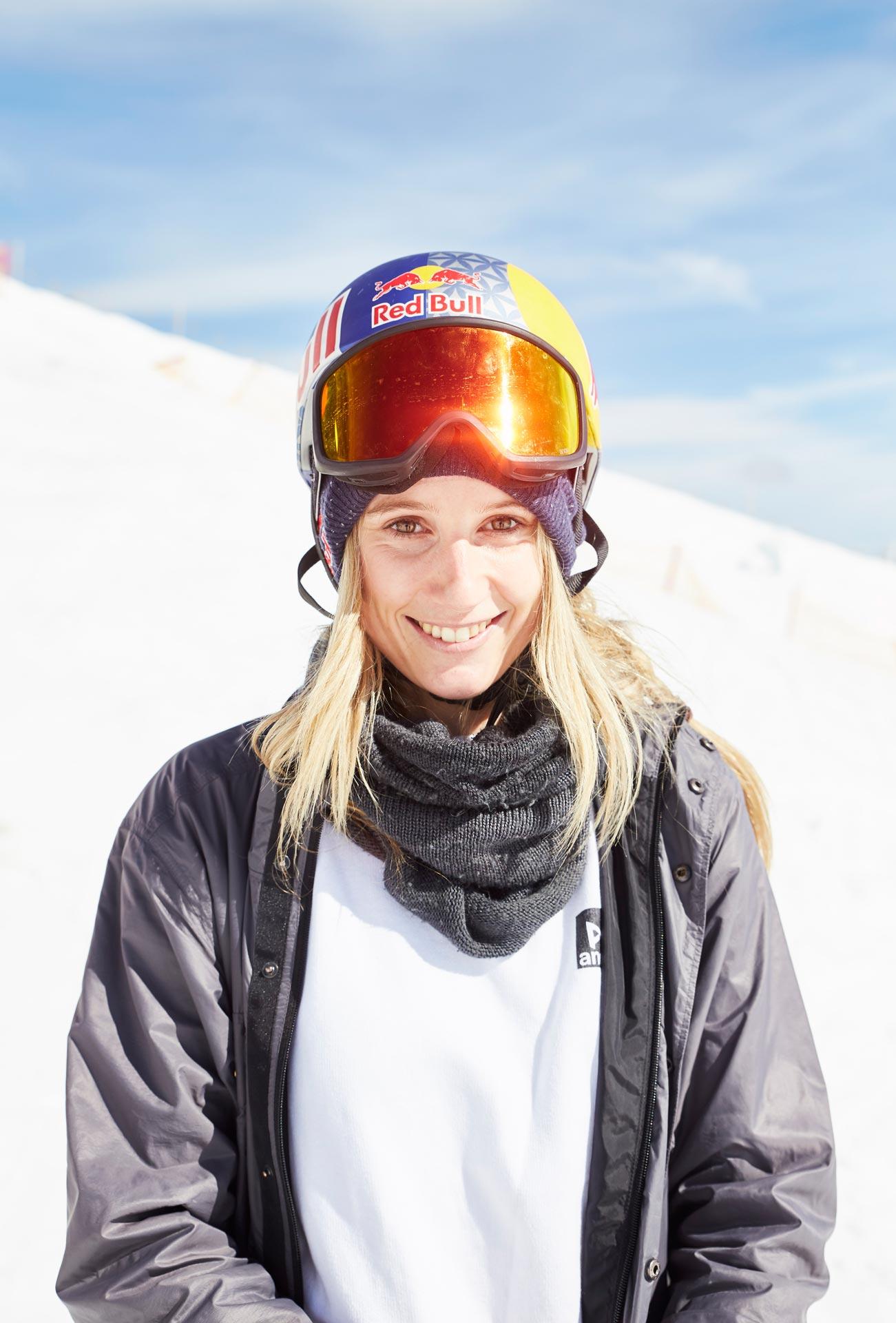 Anna Gasser, frisch gekürter World Champion, ist ebenfalls in Flauchwinkl mit am Start.