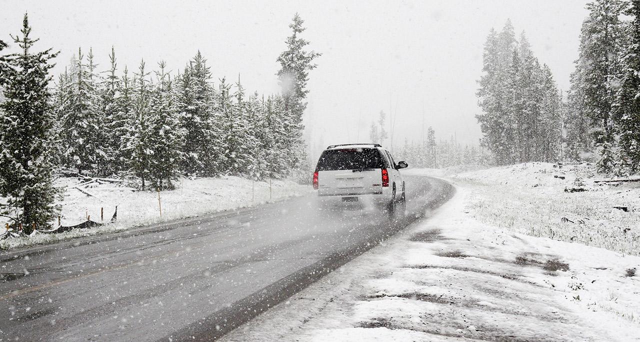 Wer könnte die vielen, vielen Stunden zählen, die wir im Auto, Zug oder sonswo absitzen, um Snowboarden zu können?