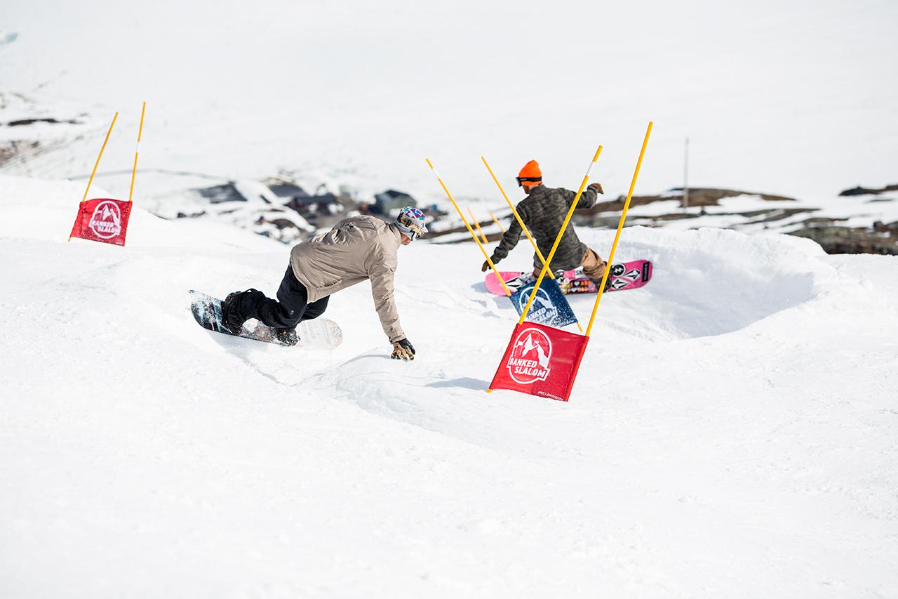 Banked Slaloms - wie hier in Riksgränsen - sind Wettkämpfe, aber eben solche, die Snowboarden aus der ganzen Welt direkt aus dem Herzen sprechen | © Cyril Müller