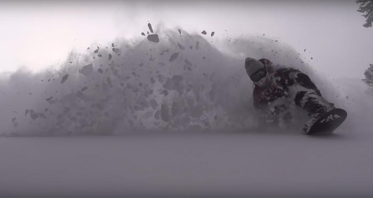 Mike LeBlanc ist ein großer Fan des Storm Chasers, wie er uns auf der Ispo verraten hat | © Jones Snowboards