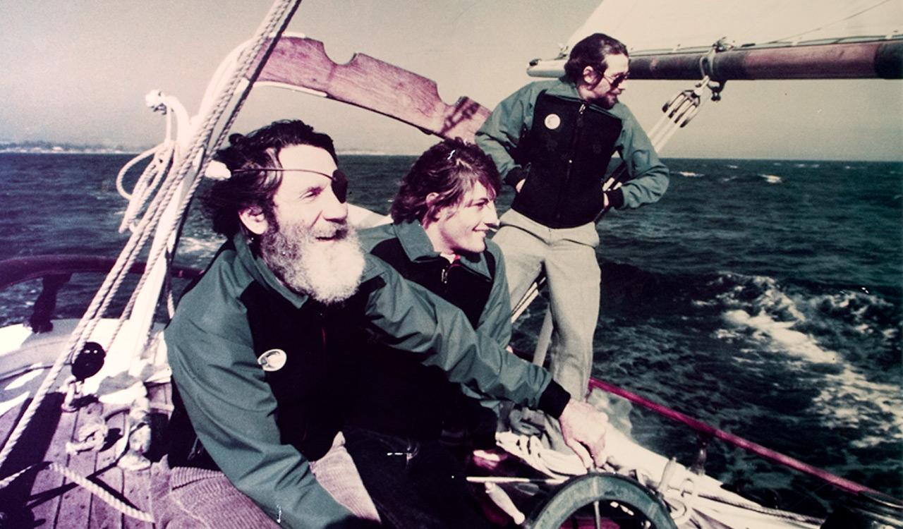 Jack (links) und Sohn Pat (rechts) geben Surf World Champion Shaun Thomas eine Tour der Monterey Bay (1977) | © O'Neill