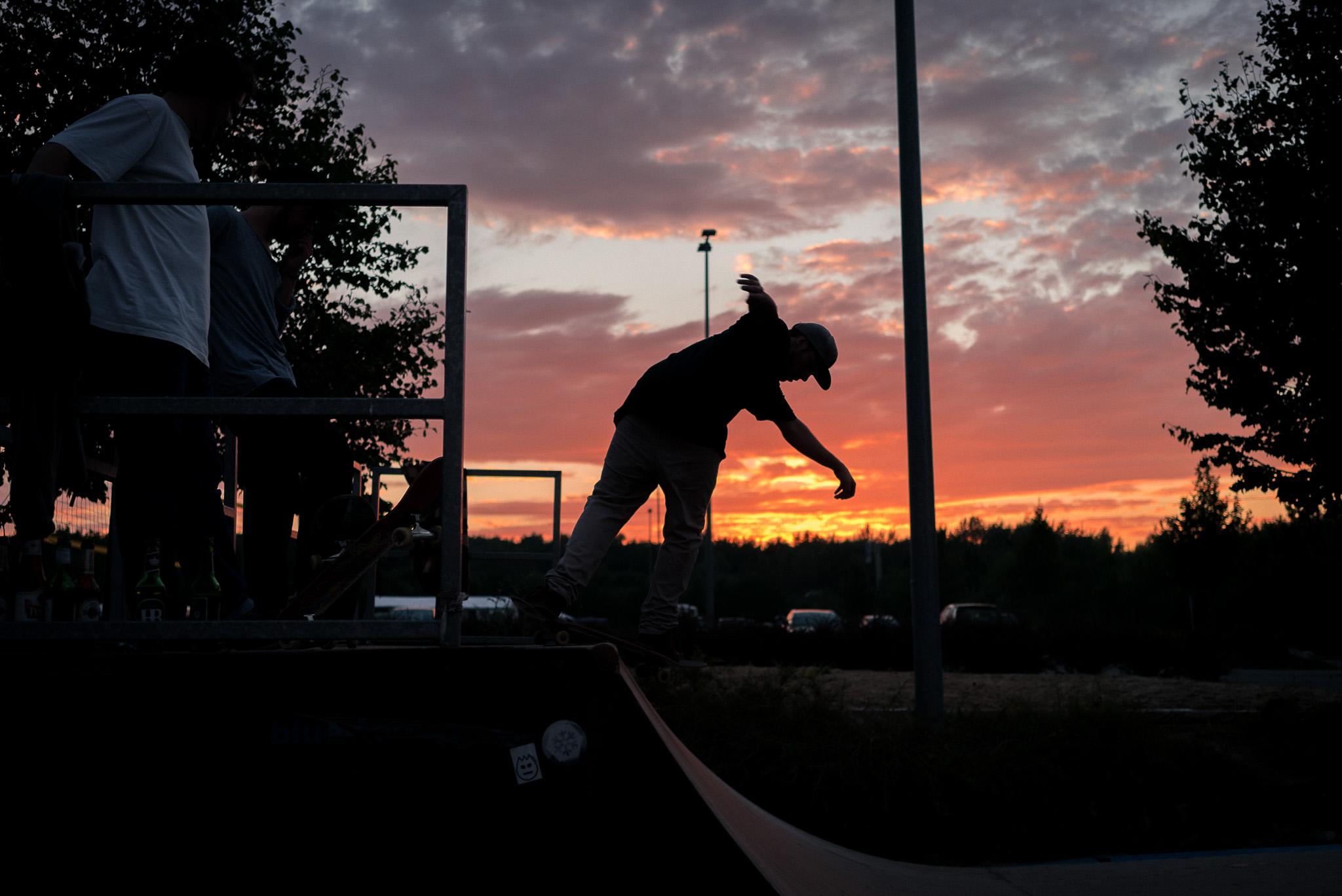 Abends bei der Sunset Skate Session mischen Kirschi und Fabi ebenfalls ganz vorne mit ...