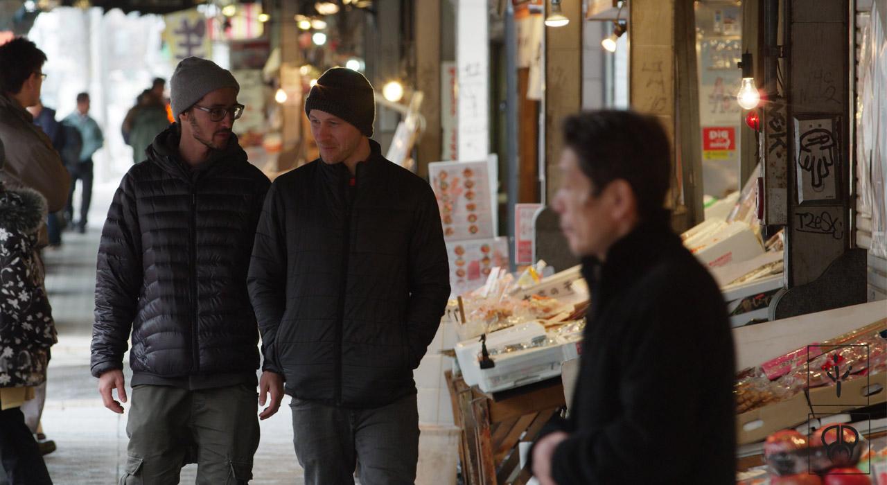 Gigi & Elias erkunden den Markt | © PMP
