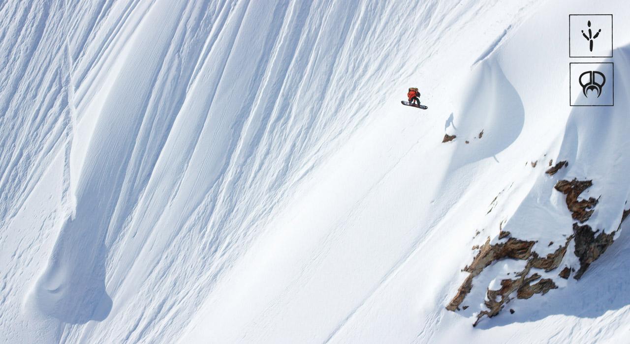 … und lässt sich über das nächste Cliff für ein bisschen Airtime raus | © PMP