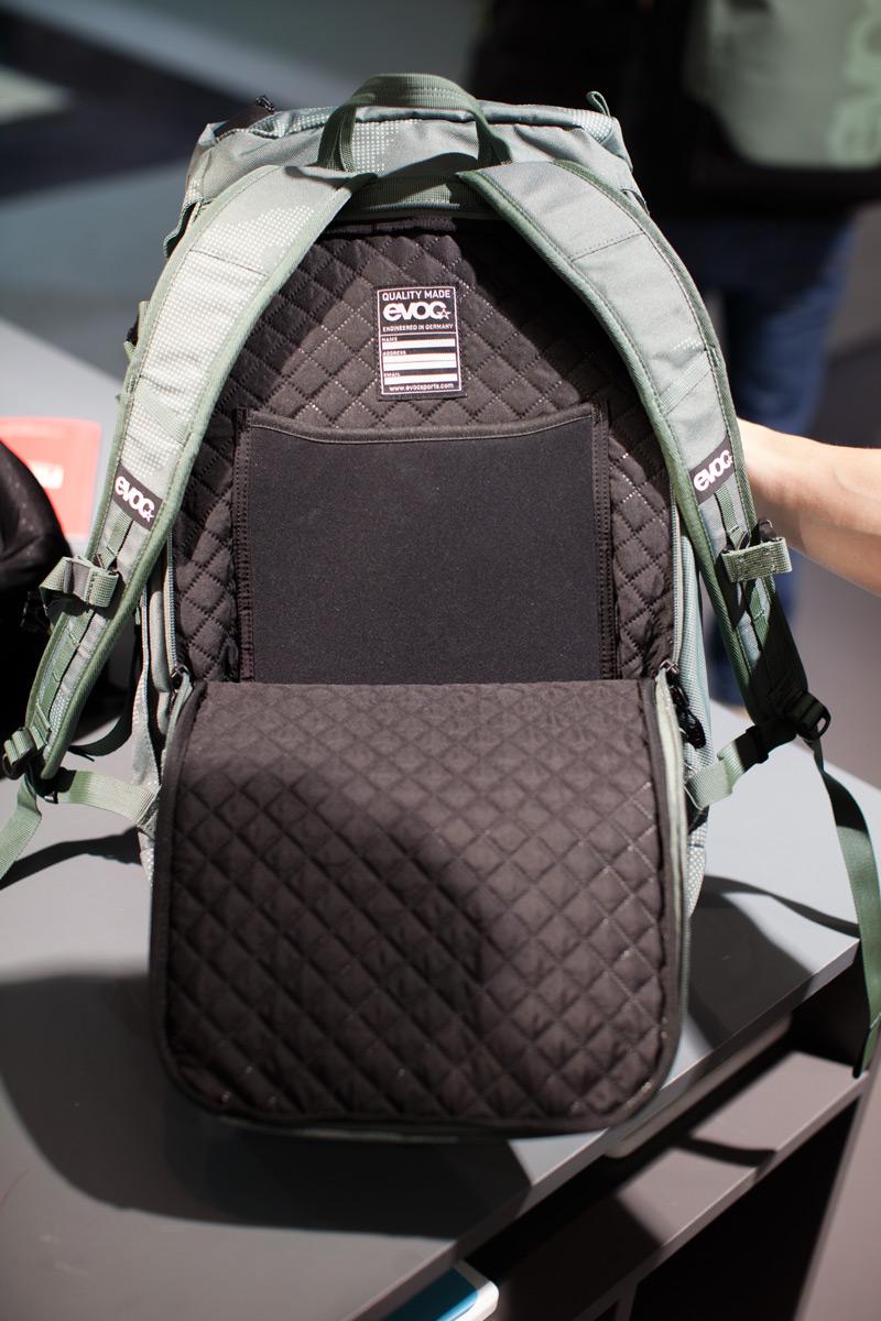 Das wattierte Rückenfach bietet besonderen Schutz für euren Laptop und schnellen Zugriff