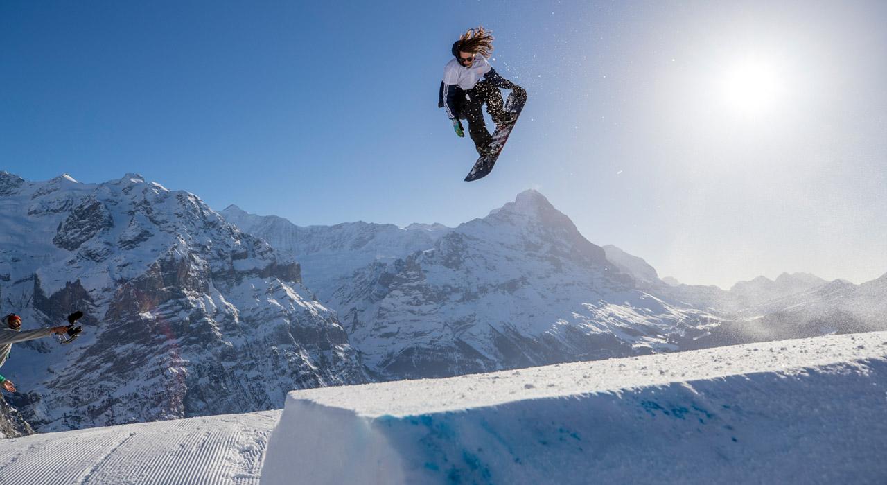 Max Buri nimmt sich die Kicker seines Home-Resorts vor |©Snowpark Grindelwald-First