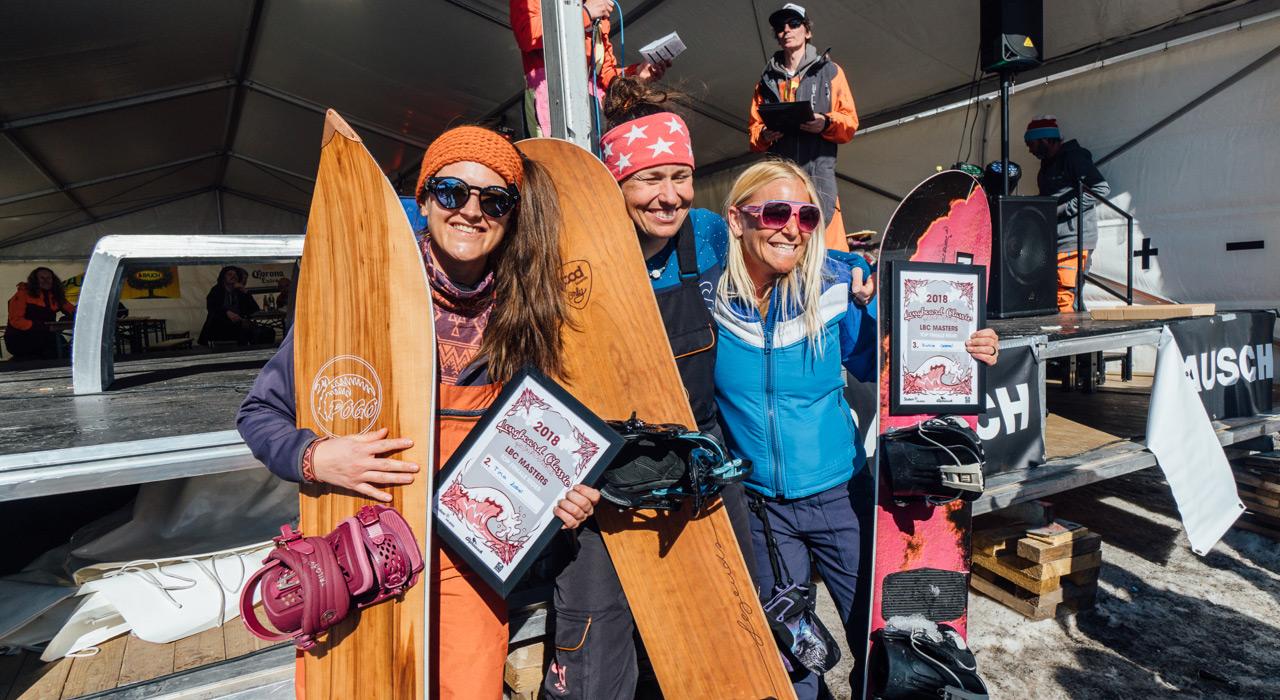 Kategorie MASTERS WOMEN: PLatz 2 Tina Zobel, GER, Platz 1 Babs Hemund, SUI, Platz 3 Ruthie Goepel, CAN Sam Oetiker |©Sam Oetiker