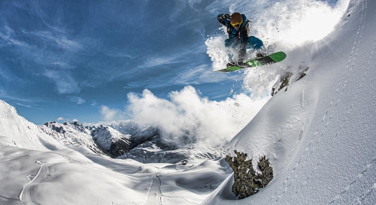Das Gelände eignet sich ideal für Backcountry- Freestyle und ihr könnt eurer Kreativität freien Lauf lassen |©Silvretta Montafon