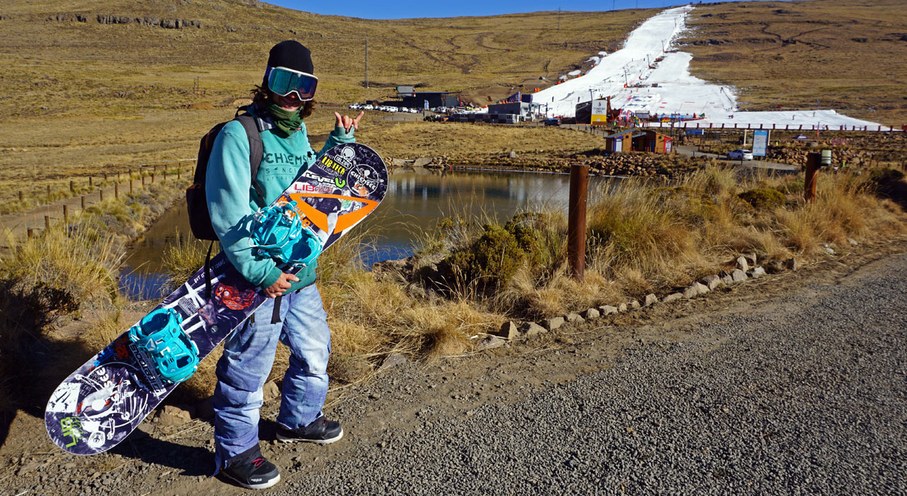Ein Snowboarder wirkt vor diesem Hintergrund wie von einem anderen Stern  ©Bianca Klausner