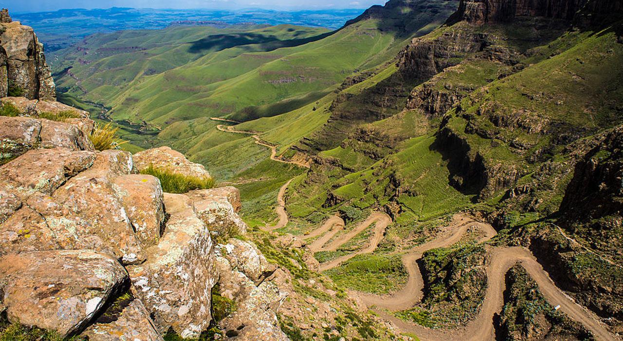Für die Fahrt auf dem Sani-Pass braucht man starke Nerven |©Wikipedia
