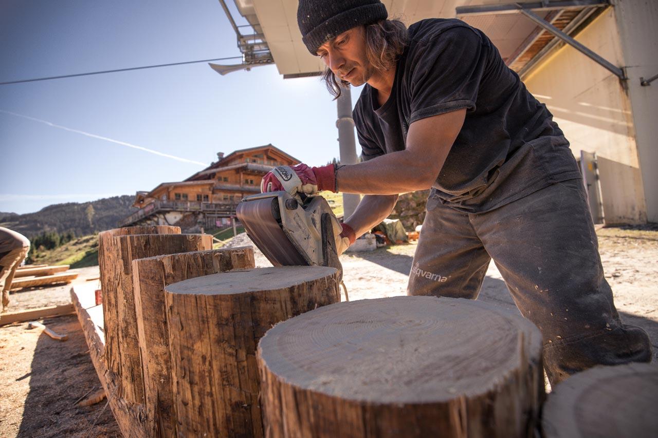 Seppl mit dem Feintuning für ein neues Obstacles |© Deniz Janezic