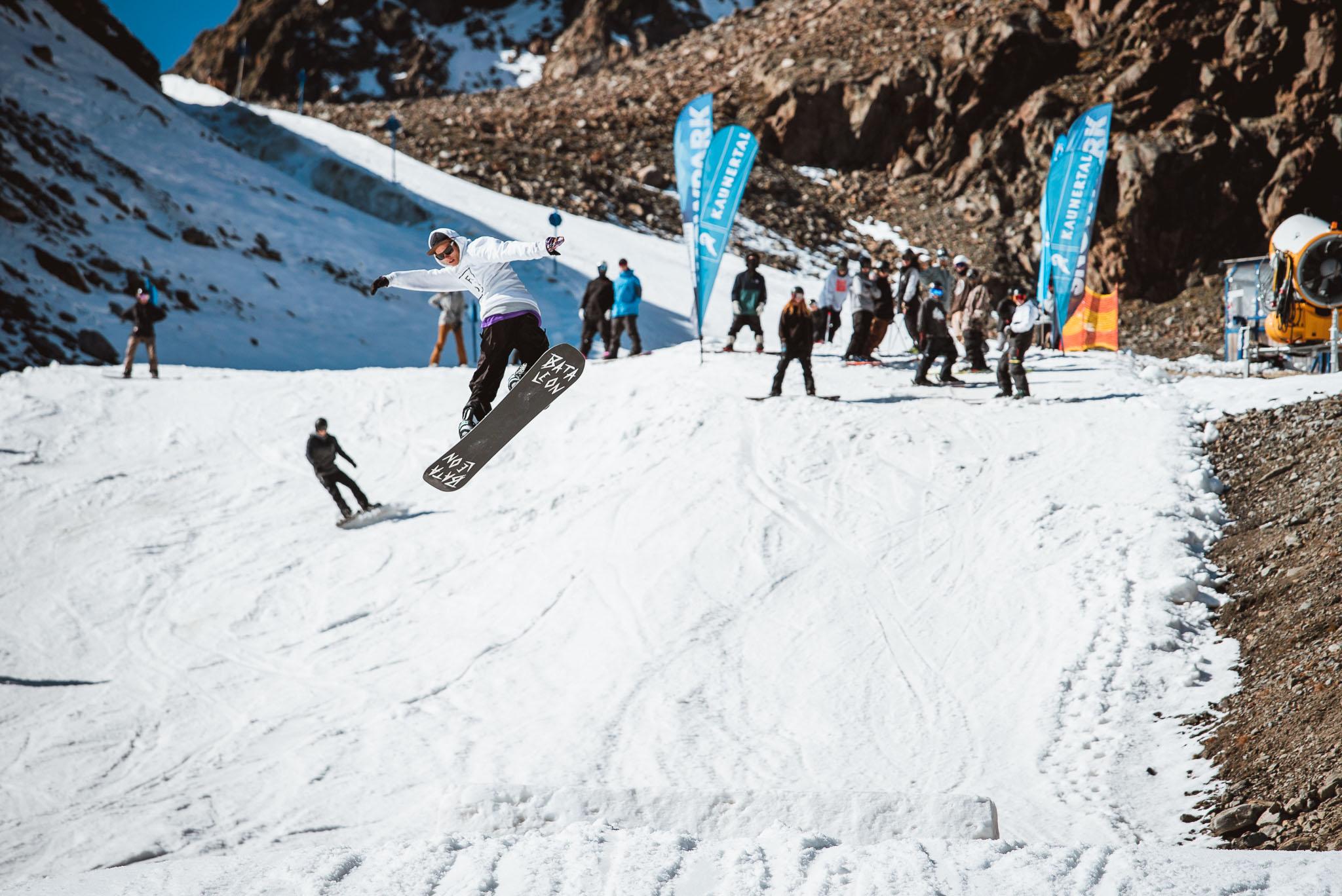 Fabian Fraidl im neuen Snowpark Kaunertal beim Opening 2018