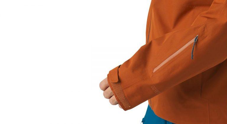 Flache Bündchen, die unter oder über den Handschuhen sicher anliegen |©Patagonia
