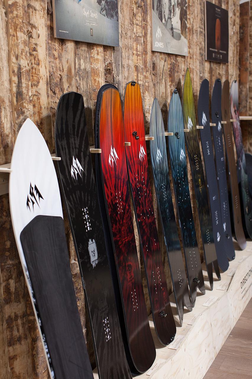 Jones Snowboards Mountain Surfer, Ultra Mind Expander, Mind Expander Split, Mind Expander, Storm Chaser, Storm Chaser Split, Lone Wolf, Carbon Flagship, Carbon Solution, Flagship, Solution
