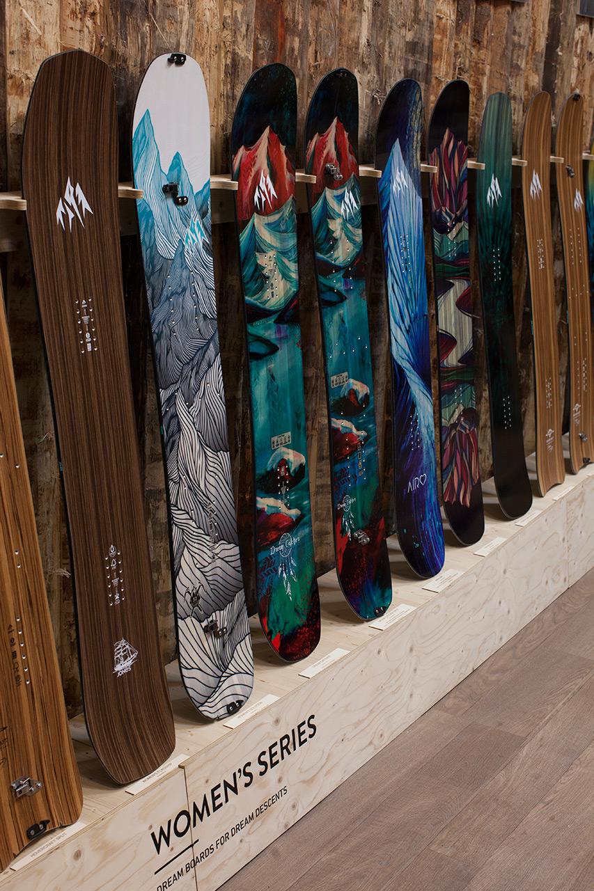 Jones Snowboards Women's Series: Flagship, Solution, Dream Catcher, Dream Catcher Split, Airheart, Twin Sister, Mind Expander, Hovercraft, Hovercraft Split