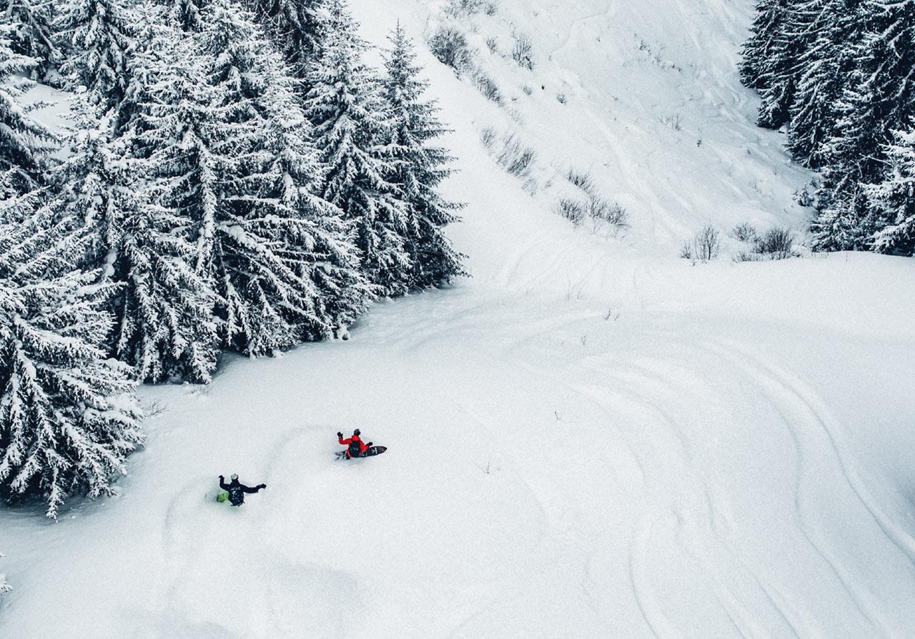 Forrest und Nicholas genießen gemeinsam die Lines vor der Haustüre des Schweizers |©Patagonia