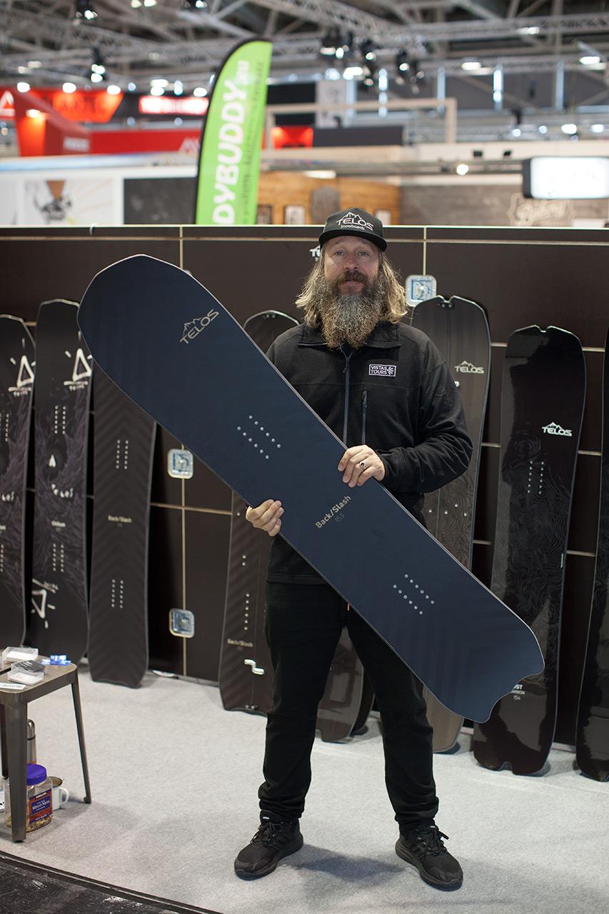 Brand Manager von Telos: Rasmus Ostergaard mit dem prämierten BackSlash |©Prime Snowboarding Magazine
