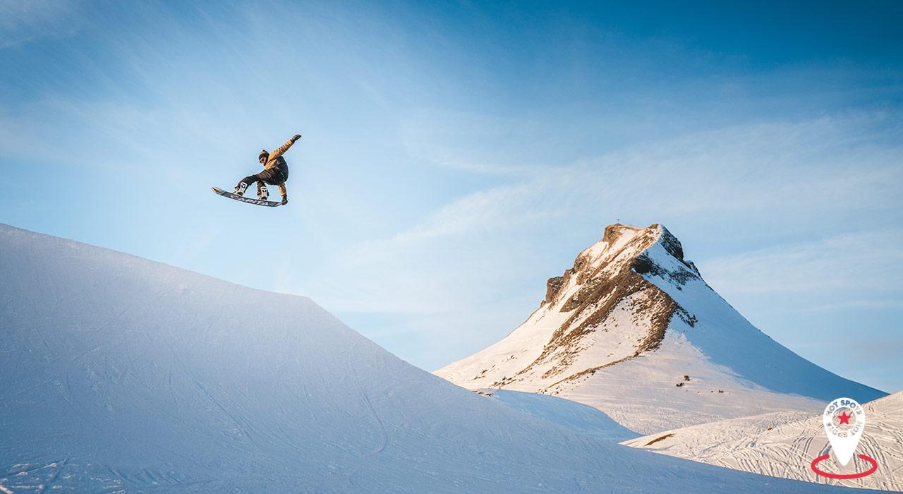 Lucas Ellensohn setzt sich vor der Mittagsspitze gekonnt in Szene |©Damüls/Martin Morscher