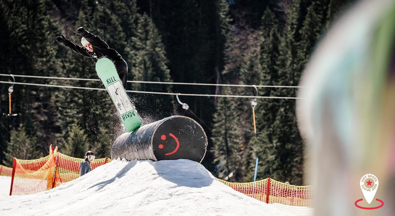 Der Crystal Ground Snowpark bietet gleichermaßen für Anfänger wie Könner viele Obstacles zum Jibben |©Kleinwalsertal/S. Eigner