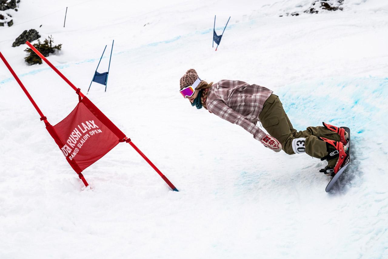 Chloe Sillieres hat sich aus den Slopestyle-Contests verabschiedet und steht heute mehr auf schnelle Turns. Mit Erfolg! |©Philipp Ruggli