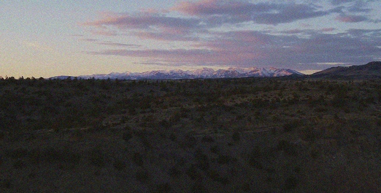 Auf einmal tauchen sie am Horizont auf: Die Crazy Mountains