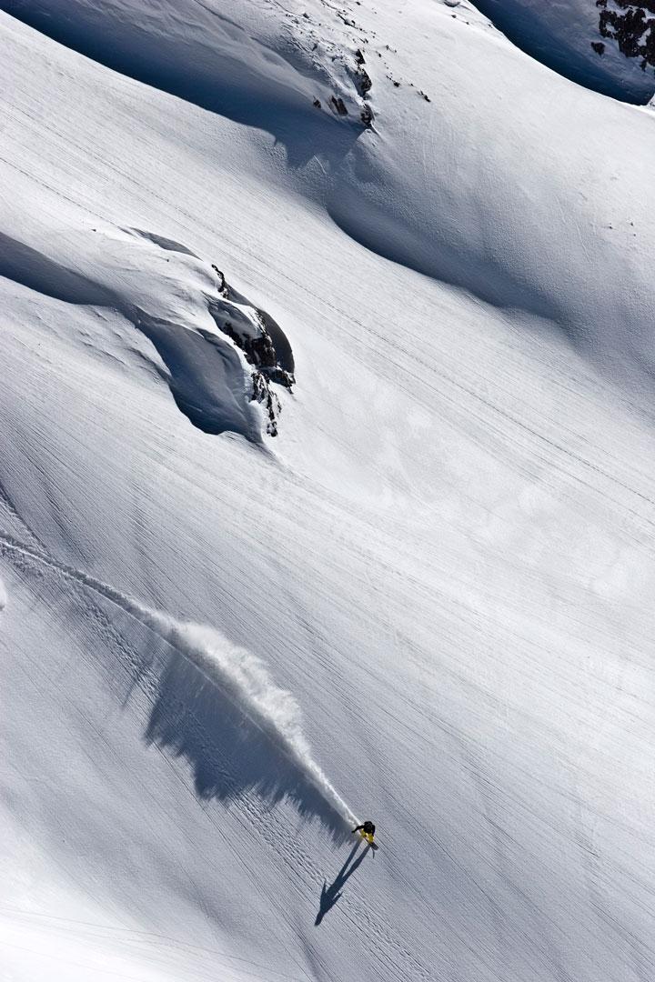 Skigebiete Öffnungszeiten: Wenn er nicht am Rechner oder am Telefon hängt, Contests judgt, im Park unterwegs ist, dann genießt er Lines wie diese hier am Dachstein |©Bernd Egger